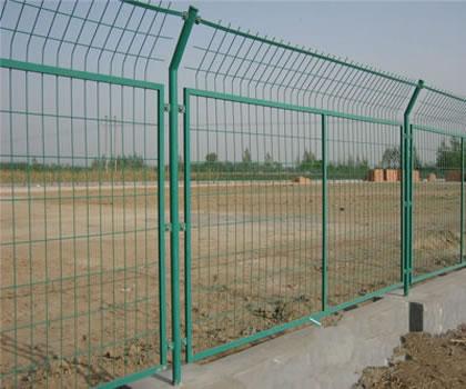 护栏网安装后的图